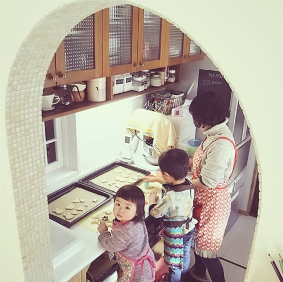 お気に入りのキッチンで楽しくお菓子作り