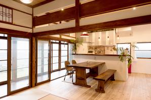 城下町の昭和レトロな日本家屋